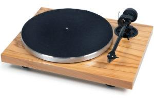 Manuálny gramofón strednej tiedy Pro-Ject 1 Xpression Carbon Classic